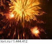 Фейерверк в черном небе. Стоковое фото, фотограф Юлия Владимирова / Фотобанк Лори