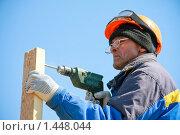 Купить «Строительный рабочий с дрелью», фото № 1448044, снято 12 апреля 2009 г. (c) Александр Паррус / Фотобанк Лори