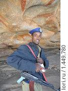 Купить «Полицейский на охране Лас Гил», фото № 1449780, снято 9 января 2010 г. (c) Free Wind / Фотобанк Лори