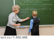 Купить «Учитель и ученик у доски», эксклюзивное фото № 1450448, снято 29 сентября 2009 г. (c) Вячеслав Палес / Фотобанк Лори