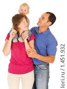 Купить «Счастливая семья», фото № 1451932, снято 30 августа 2008 г. (c) Валентин Мосичев / Фотобанк Лори