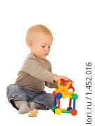 Купить «Играющий мальчик», фото № 1452016, снято 30 августа 2008 г. (c) Валентин Мосичев / Фотобанк Лори
