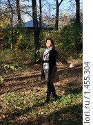 Купить «Прогулка в лесу», фото № 1455304, снято 8 октября 2009 г. (c) Зореслава / Фотобанк Лори