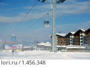 Санитарная кабинка канатной дороги. Искусственный снегопад над лыжной трассой в Банско (2010 год). Редакционное фото, фотограф ZitsArt / Фотобанк Лори
