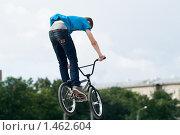 Купить «Прыжок на BMX велосипеде», фото № 1462604, снято 15 августа 2009 г. (c) Кекяляйнен Андрей / Фотобанк Лори
