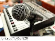 Микрофон на стойке. Стоковое фото, фотограф Евгений Курлыкин / Фотобанк Лори