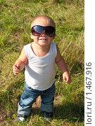 Купить «Маленький мальчик в солнечных очках», фото № 1467916, снято 22 августа 2009 г. (c) Кекяляйнен Андрей / Фотобанк Лори