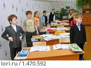 Купить «Дети стоят перед началом урока», эксклюзивное фото № 1470592, снято 16 марта 2009 г. (c) Вячеслав Палес / Фотобанк Лори
