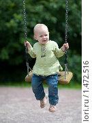 Купить «Маленькая девочка на качелях», фото № 1472516, снято 5 июня 2009 г. (c) Юлия Шилова / Фотобанк Лори