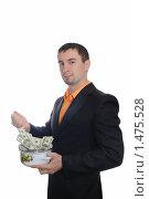 Купить «Парень мешает деньги половником в кастрюле. Изоляция на белом», фото № 1475528, снято 7 января 2009 г. (c) Арестов Андрей Павлович / Фотобанк Лори