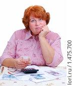 Купить «Женщина рассчитывает коммунальные платежи», эксклюзивное фото № 1475700, снято 2 февраля 2010 г. (c) Юрий Морозов / Фотобанк Лори