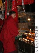 Тибет. Гьянтзе. Монастырь Пелкор Чоде. Буддистский монах. (2006 год). Редакционное фото, фотограф Владислав Малышев / Фотобанк Лори