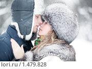 Купить «Объятия молодой пары зимой», фото № 1479828, снято 20 декабря 2009 г. (c) chaoss / Фотобанк Лори