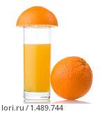 Купить «Стакан сока и апельсин», фото № 1489744, снято 21 января 2010 г. (c) Ярослав Данильченко / Фотобанк Лори