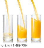 Купить «Сок, льющийся в стакан», фото № 1489756, снято 21 января 2010 г. (c) Ярослав Данильченко / Фотобанк Лори