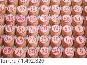 Купить «Деревянные бочонки для игры в лото с красными числами», фото № 1492820, снято 17 февраля 2010 г. (c) Глазков Владимир / Фотобанк Лори