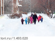 Купить «Детский сад на прогулке», фото № 1493020, снято 20 марта 2018 г. (c) Типляшина Евгения / Фотобанк Лори