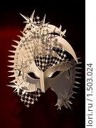 Бумажная маска на тёмном фоне (2010 год). Редакционное фото, фотограф Евгений Ореховский / Фотобанк Лори