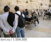 Иерусалим. Люди у Западной стены (2009 год). Редакционное фото, фотограф Александр Справников / Фотобанк Лори