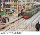 Купить «Люди на железнодорожной платформе», эксклюзивное фото № 1508648, снято 17 февраля 2010 г. (c) Алёшина Оксана / Фотобанк Лори