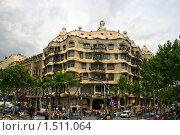 Здание оригинальной формы в Барселоне. Испания (2007 год). Редакционное фото, фотограф Валерий Шевцов / Фотобанк Лори