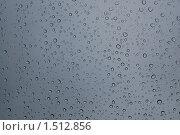 Капельки дождя на лобовом стекле автомобиля. Стоковое фото, фотограф Юрий Кириллов / Фотобанк Лори