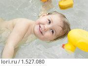 Купить «Маленький ребенок в воде», фото № 1527080, снято 4 марта 2010 г. (c) Кекяляйнен Андрей / Фотобанк Лори