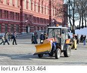 Купить «Трактор на Манежной площади», эксклюзивное фото № 1533464, снято 27 февраля 2010 г. (c) Юрий Морозов / Фотобанк Лори