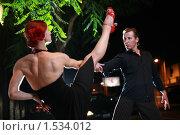 Купить «Пара танцует на улице ночью», фото № 1534012, снято 8 августа 2007 г. (c) Константин Сутягин / Фотобанк Лори