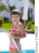 Купить «Девочка в бассейне», фото № 1536628, снято 18 февраля 2010 г. (c) Ольга Сапегина / Фотобанк Лори