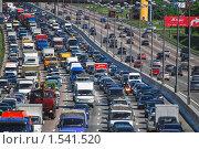 Купить «Движение на МКАД, пробка. Зной», эксклюзивное фото № 1541520, снято 30 мая 2009 г. (c) Алёшина Оксана / Фотобанк Лори