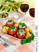 Купить «Праздничная закуска: фаршированные помидоры с сырными шариками», эксклюзивное фото № 1543180, снято 8 марта 2010 г. (c) Лисовская Наталья / Фотобанк Лори