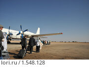 Купить «Посадка на самолёт ИЛ-18 в аэропорту Харгейсы», фото № 1548128, снято 14 января 2010 г. (c) Free Wind / Фотобанк Лори
