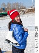 Купить «Девушка собирается на  ледовый каток», фото № 1559028, снято 16 марта 2010 г. (c) Игнатьев Михаил / Фотобанк Лори