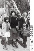 Купить «Радостная женщина на демонстрации первого мая 1987 года», фото № 1564528, снято 16 августа 2018 г. (c) Anna Kavchik / Фотобанк Лори