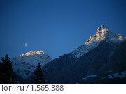 Луна на рассвете в горах (2010 год). Стоковое фото, фотограф Иванов Юрий / Фотобанк Лори