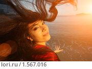 Купить «Женщина с развевающимися волосами», фото № 1567016, снято 13 ноября 2009 г. (c) Константин Сутягин / Фотобанк Лори