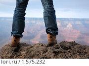 Купить «Ноги человека, стоящего на вершине горы», фото № 1575232, снято 4 мая 2009 г. (c) Константин Сутягин / Фотобанк Лори