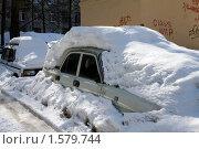 Машины завалило снегом (2010 год). Стоковое фото, фотограф Jumbo / Фотобанк Лори