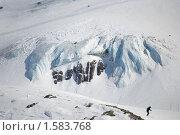 Выход ледника, разбивающийся о скалу. Стоковое фото, фотограф Семин Илья / Фотобанк Лори