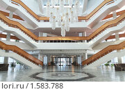 Многоярусная лестница современного здания. Стоковое фото, фотограф Игорь Долгов / Фотобанк Лори