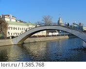 Купить «Москва. Городской пейзаж. Круглый мост на  Водоотводном канале», эксклюзивное фото № 1585768, снято 5 ноября 2009 г. (c) lana1501 / Фотобанк Лори