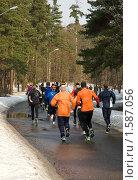 Купить «Люди, совершающие пробежку», фото № 1587056, снято 27 марта 2010 г. (c) Андрей Лабутин / Фотобанк Лори