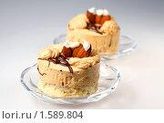 Купить «Пирожное суфле с кофейным кремом и миндалем», фото № 1589804, снято 7 августа 2009 г. (c) ElenArt / Фотобанк Лори