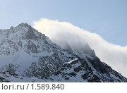 Купить «Вершина горы с наползающим облаком», фото № 1589840, снято 24 марта 2010 г. (c) Семин Илья / Фотобанк Лори