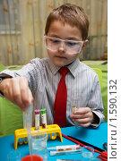 Купить «Маленький химик», фото № 1590132, снято 20 декабря 2009 г. (c) hunta / Фотобанк Лори