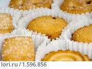 Купить «Печенье в коробке», фото № 1596856, снято 10 января 2010 г. (c) Черников Роман / Фотобанк Лори