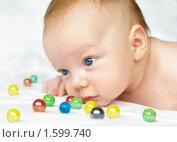 Цветные шарики и малыш. Стоковое фото, фотограф Алексей Чухутин / Фотобанк Лори