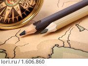 Купить «Компас и карандаши на старинной контурной карте, открытая апертура», фото № 1606860, снято 31 марта 2010 г. (c) Pshenichka / Фотобанк Лори