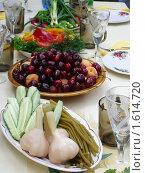 Купить «Сервированный стол», фото № 1614720, снято 21 июня 2008 г. (c) Илюхина Наталья / Фотобанк Лори